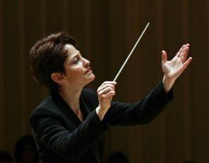 Laura Jackson, conductor